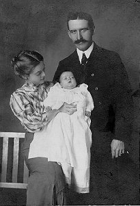 Elva and parents, 1906